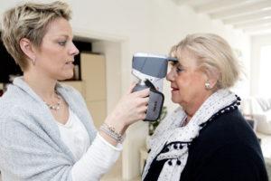 Na een intakegesprek worden uw ogen digitaal doorgemeten. Bij benadering kan de sterkte worden vastgesteld.